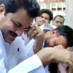 """सपा नेता फिरोज """"बापू"""" की प्रतिमा के सामने फूट-फूट कर रोए (देखें वीडियो)"""