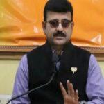 सजायाफ्ता कैदी लालू प्रसाद संग फोटो खिंचवा फेसबुक पर शेयर किया, भाजपा ने किया प्रहार
