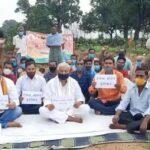 किसानों के समर्थन में भाजपा नेताओं ने खेतों में धरना दिया