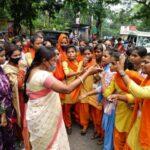 रिजल्ट में अनियमितता के खिलाफ SSLNT कॉलेज की छात्राओं ने किया सड़क जाम